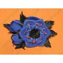 Полуночно-синий цветок на резинке с двумя бутонами