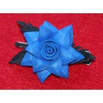 Синий цветок с черными листьями на зажиме 6см