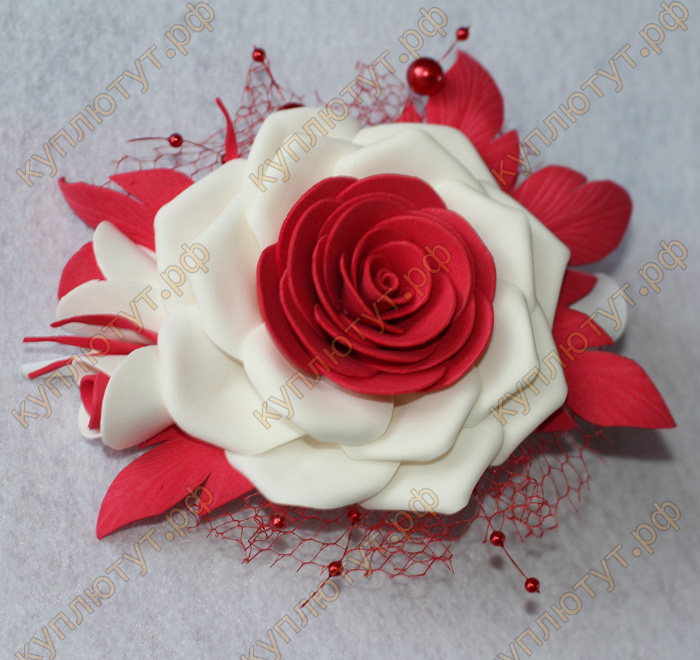 Белый с красным цветок на зажиме 12см